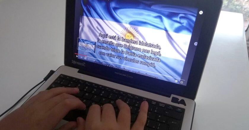 Miles de estudiantes juraron lealtad a la bandera de manera virtual