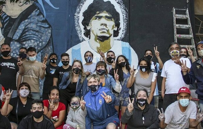 """El mural del """"Diego"""" estrenado en Boedo"""