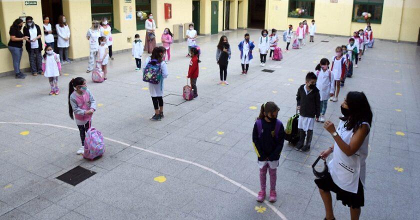 Alegría por la vuelta y preocupación por los contagios docentes